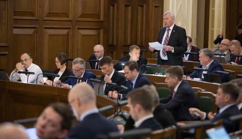 Daļa opozīcijas deputātu devušies atvaļinājumā prezidenta vēlēšanu laikā
