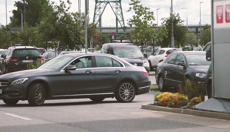 Drošas braukšanas skolas vadītājs: Autovadītāju kultūra Latvijā ir krietni uzlabojusies
