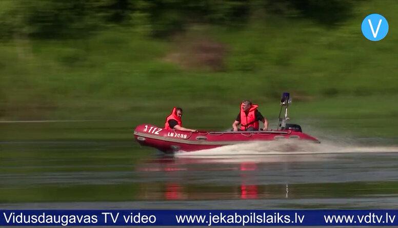Jēkabpils ugunsdzēsēji atsvaidzina zināšanas par glābšanas darbiem uz ūdens