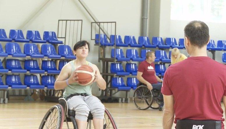 Kā šova dalībnieces nokļuva ratiņkrēslos?