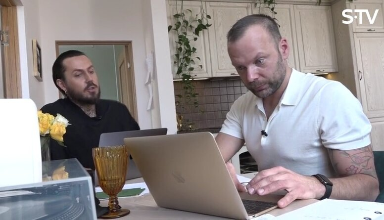 Kašers ar draugu Jāni liek kopā plānus, ko vēl darīt laulības dienā