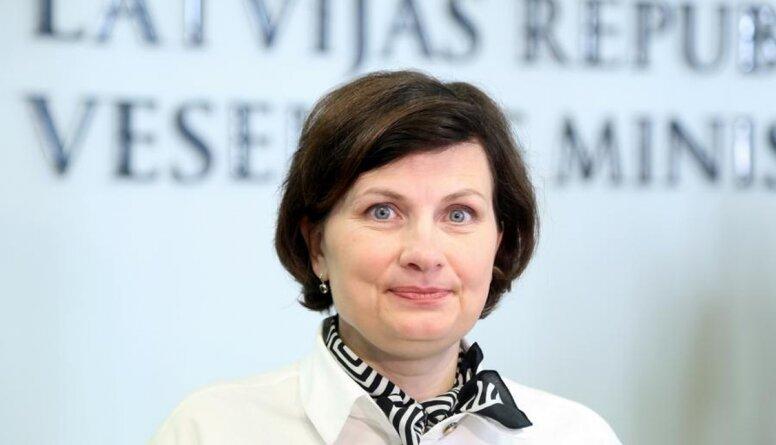 Čakša: Veselības ministre nepietiekami 'iznes' savu nozari
