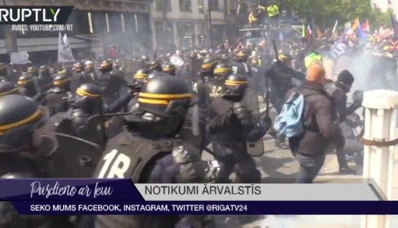 Parīzē policija pret Darba svētku protestētājiem likusi lietā asaru gāzi