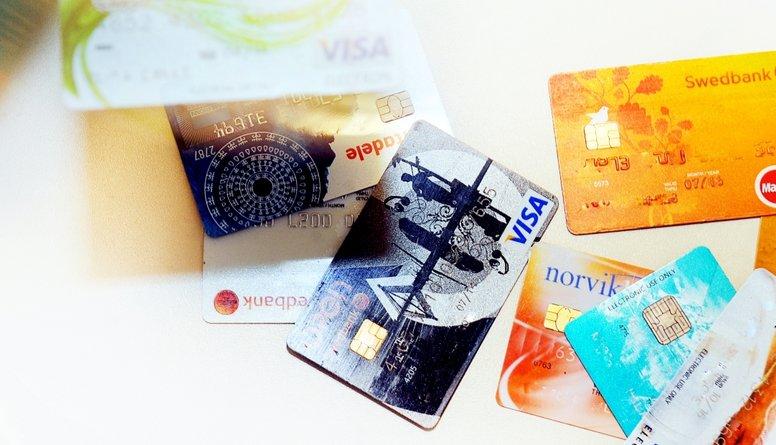 Statistika: Lielākā daļa Latvijas iedzīvotāju izmanto četru banku pakalpojumus