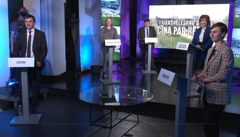 """""""Cīņa par Rēzekni: priekšvēlēšanu debates"""" A. Pučes uzdevums kandidātiem """"pabeidz teikumu"""""""