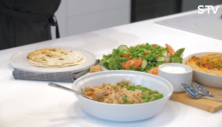 Tortiljas recepte ar vistu un humusu