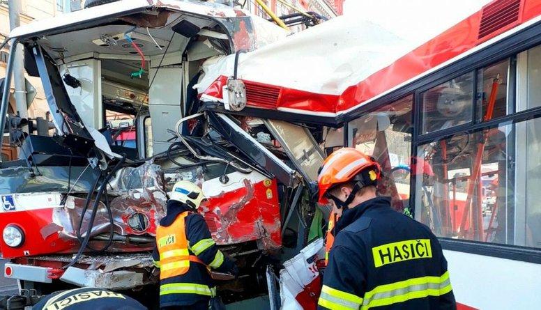 Čehijā tramvaja un trolejbusa sadursmē ievainoti 40 cilvēki