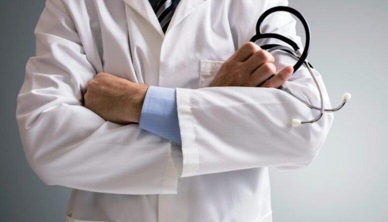 Apinis: Vispārināt, ka ārsti un medmāsas pieņem kukuļus, ir noziedzīgi!