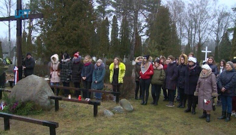 Višķos godināja Latvijas Neatkarības cīņās kritušos karavīrus