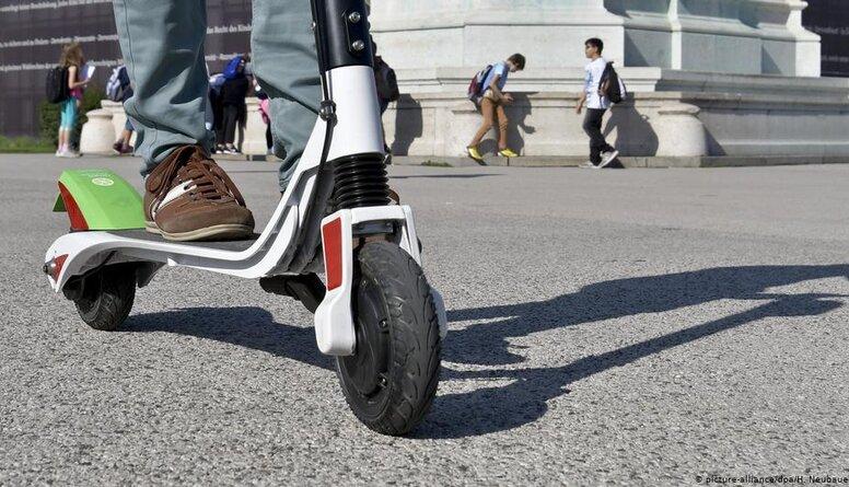 Berlīne ieviesīs stingrākus noteikumus elektrisko skrejriteņu lietotājiem