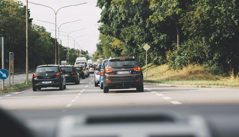 Ar ko skaidrojams augstais cietušo un bojāgājušo skaits uz ceļiem?