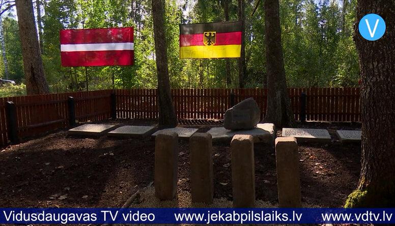 Brīvprātīgie no Vācijas sakopj vācu karavīru kapus Jēkabpils novada Vandānos