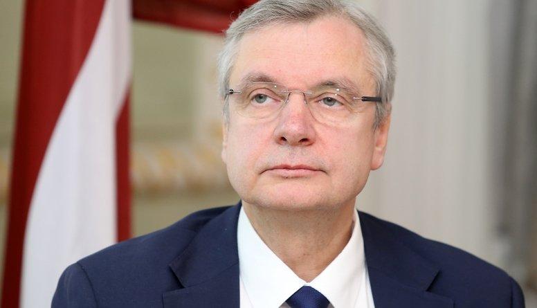 Šadurskis slikti vada Izglītības ministriju, uzskata Klementjevs