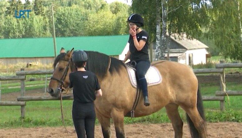 Bebrenē var apgūt retu profesiju - zirgkopis