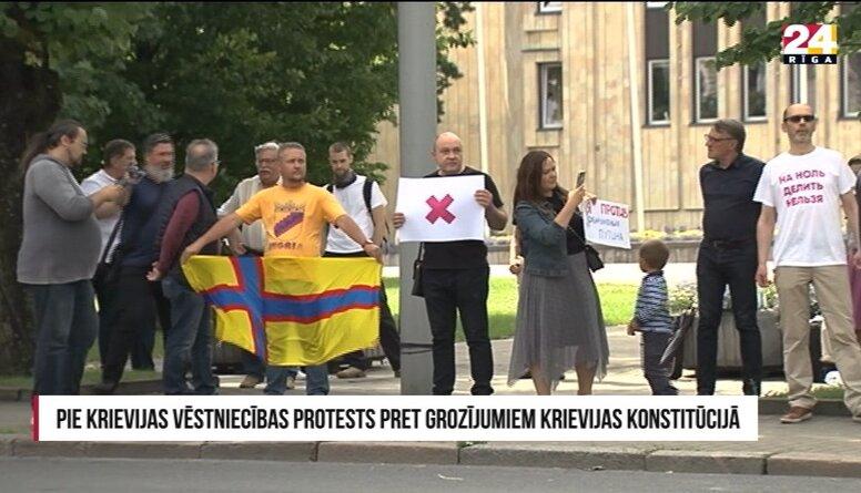 Pie Krievijas vēstniecības protests pret grozījumiem Krievijas konstitūcijā