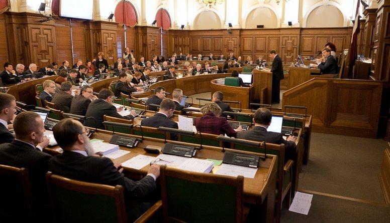 Saeimas sēdēm ir jābūt atklātām, uzskata advokāts