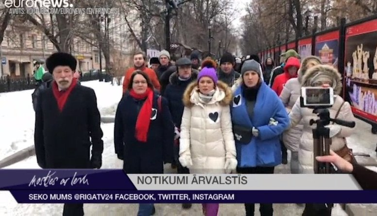 Krievijā notikuši protesti pret cilvēktiesību aktīvistes aizturēšanu