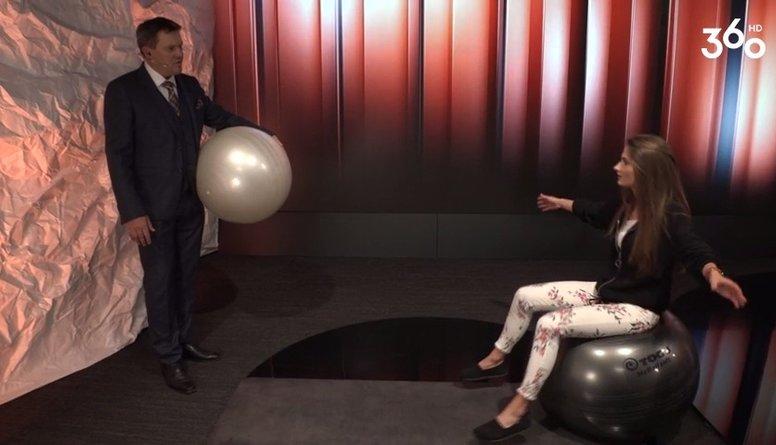 Ko Lebrons dara ar grūtnieču bumbu?