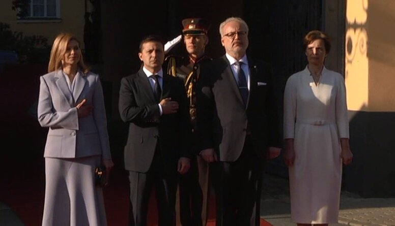 Latvijā ieradies Ukrainas prezidents Zelenskis