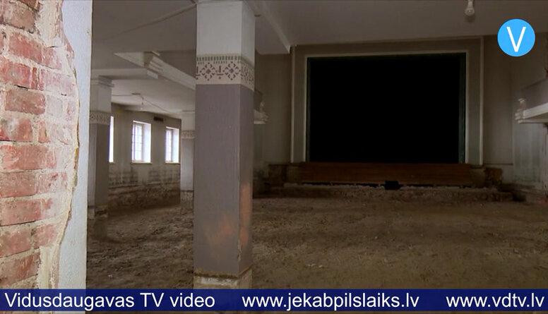 Turpinās demontāžas darbi Jēkabpils Tautas namā