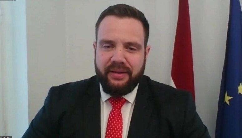 Ekonomikas ministrs par lēmumu atvērt āra terases