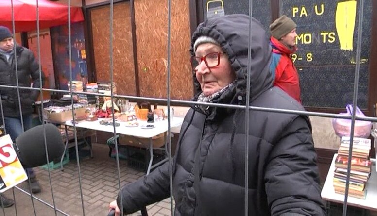 Speciālizlaidums: Rīgas Centrāltirgus pārdevēji un apmeklētāji par kiosku demontāžu