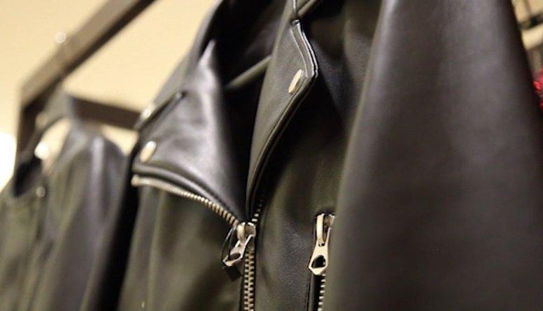 Spices stila padomi: kā garderobē veiksmīgi iekļaut ādas aksesuārus