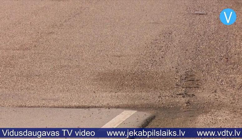 Uz vairākiem autoceļiem parādījušies defekti