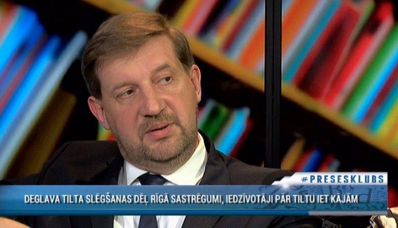Klementjevs uzskata, Deglava tilta slēgšana ir politiskais teātris