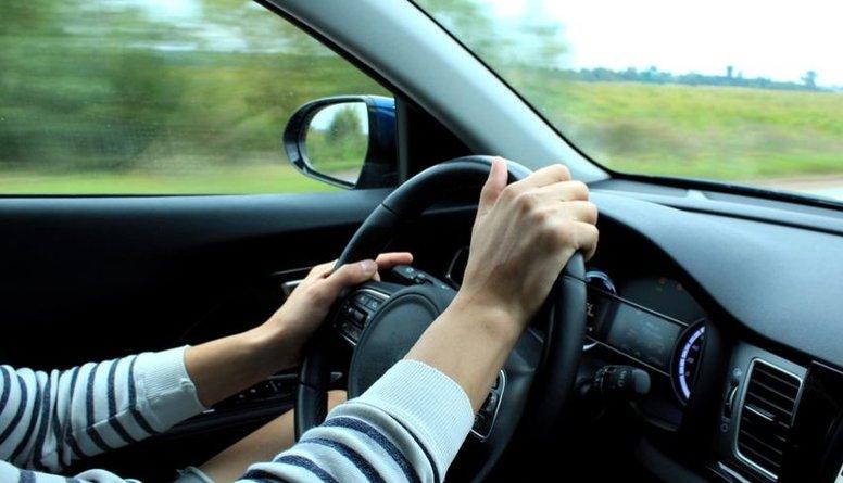 Neriskē! Pārgurums pie stūres ir pielīdzināms braukšanai reibumā