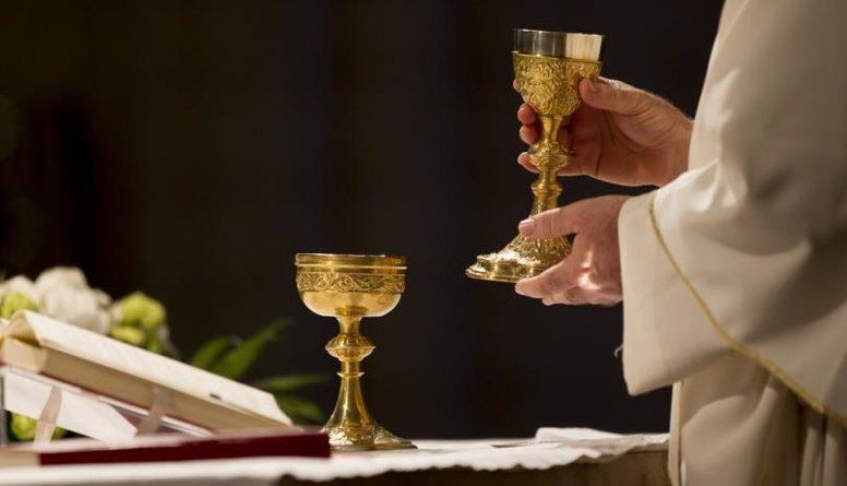 Rietumu un Austrumu baznīcai ir atšķirīga pieeja pret valsts varu