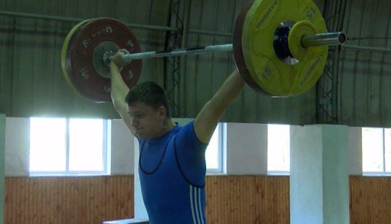 Ludzā aizritējis Latvijas čempionāts svarcelšanā jauniešiem