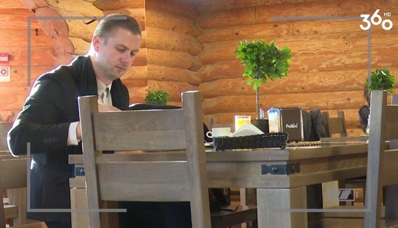 Vai Paula Uzkliņģe atpazina Lauri Subatnieku savā kafejnīcā?