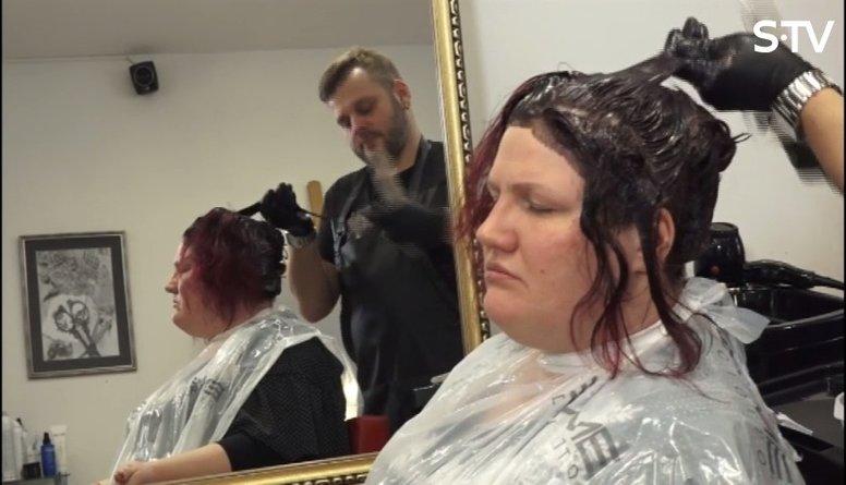 Vai matu krāsas tonis var padarīt vecāku?