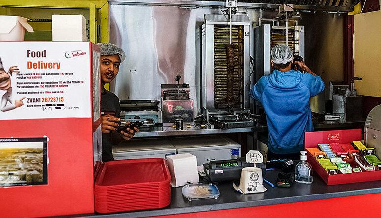 """Čulkstēna: Mīts par """"ļaunajiem kebabu strādniekiem"""" ir absolūti neprecīzs"""