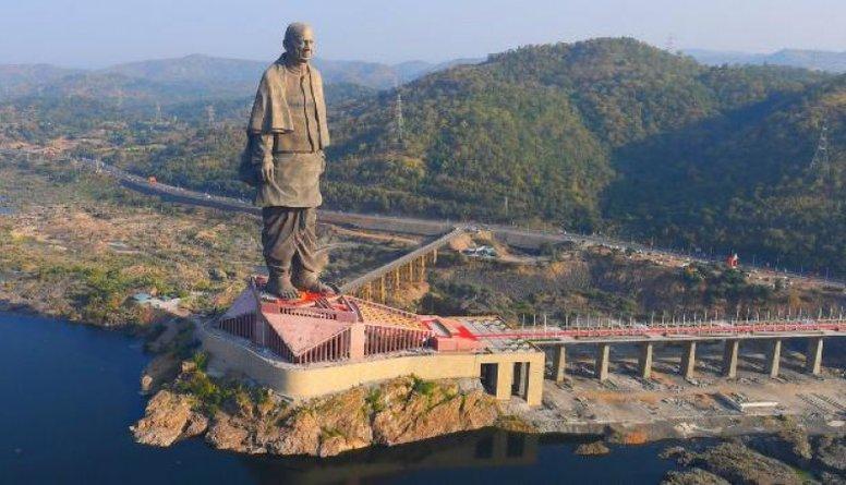 Iespaidīgi: Indijā atklāta pasaulē augstākā statuja