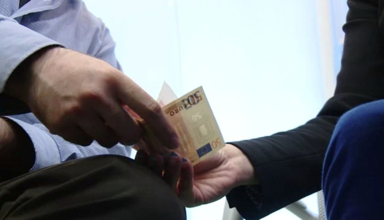 Katrs Latvijas iedzīvotājs korupcijas dēļ mēnesī zaudē 160 eiro