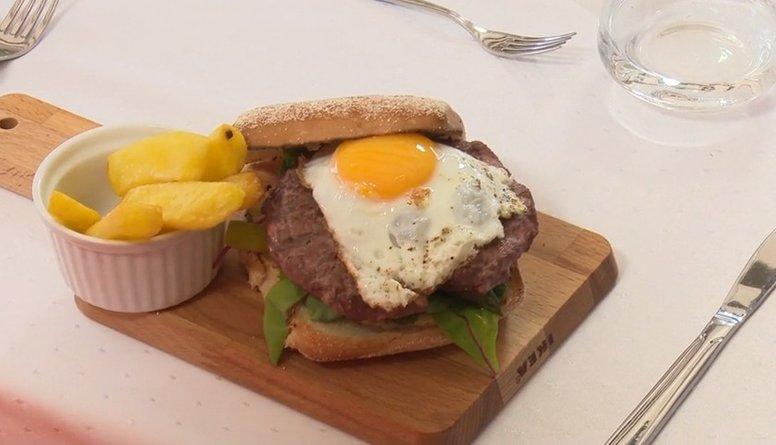 Burgers ar strausa gaļu vai pelēkajiem zirņiem?