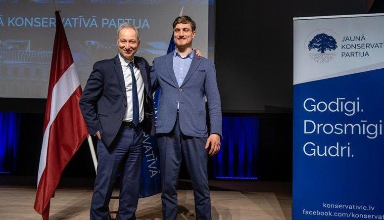 Eiroparlamenta vēlēšanās kandidēs arī tieslietu ministra Bordāna dēls