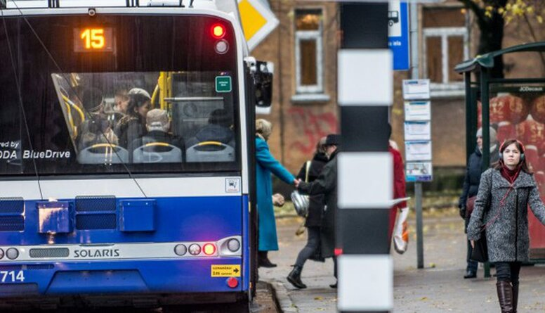 Vai policija pārbaudīs sejas aizsargu valkāšanu sabiedriskajā transportā?