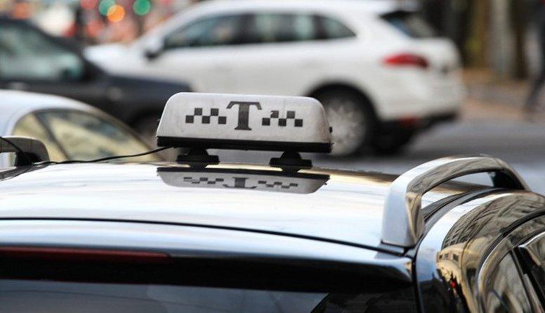 Taksistu vidū vēl valda 90. gadu rekets, stāsta Ločmele-Ļunova