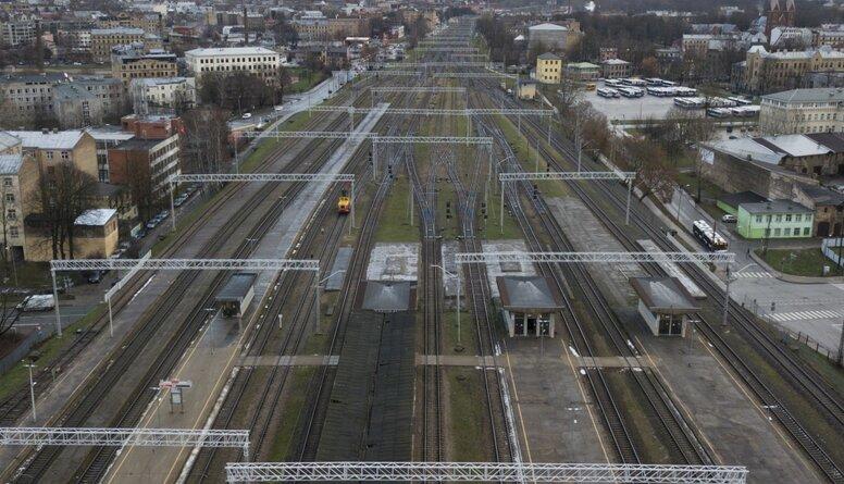 """""""Rail Baltica"""" projekta menedžments ir ļoti slikts, uzskata Burovs"""