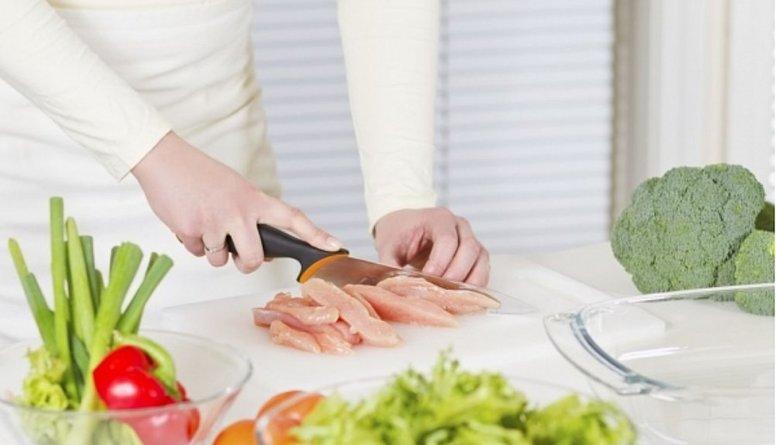 Uzzini, kas jāievēro, lai salmonellas baktērijas nenokļūst ēdienā!