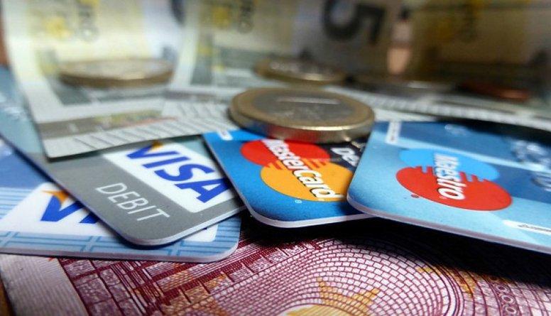 Banku pakalpojumu cenas vēl pieaugs, apgalvo Švecova