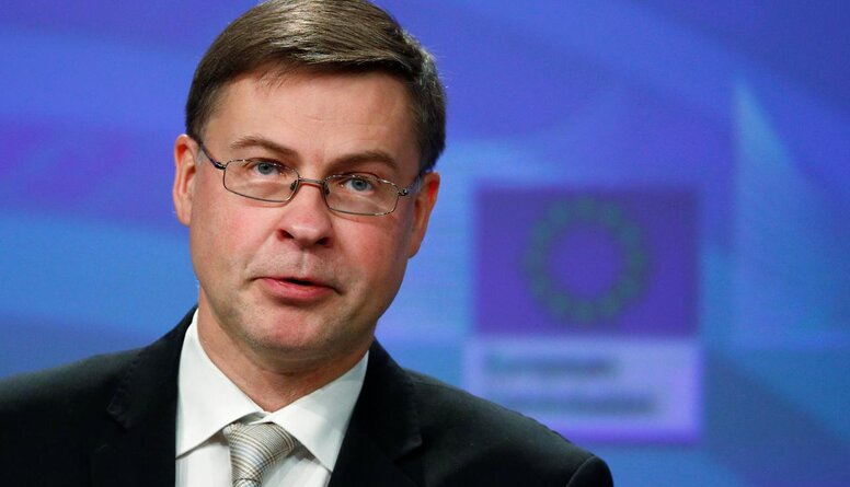 Kalniete: Valda Dombrovska portfelis ir kļuvis krietni smagāks