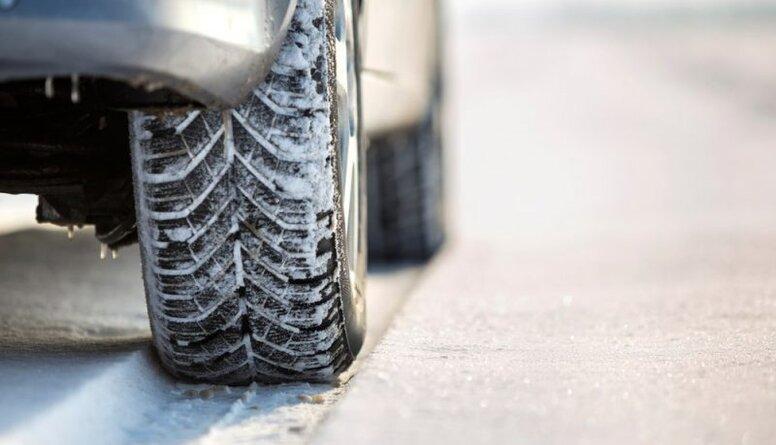 Drošas braukšanas skolas vadītājs atgādina par kvalitatīvu ziemas riepu lietošanu