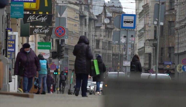 Kāpēc pēc stiprām lietusgāzēm Rīgā bieži novērojama ielu applūšana?