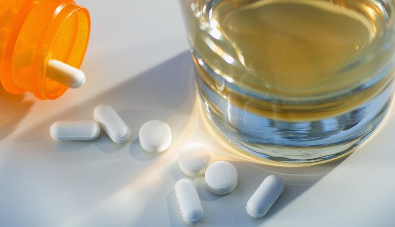 Iegaumē - zālēm nedrīkst uzdzert gāzētos dzērienus!