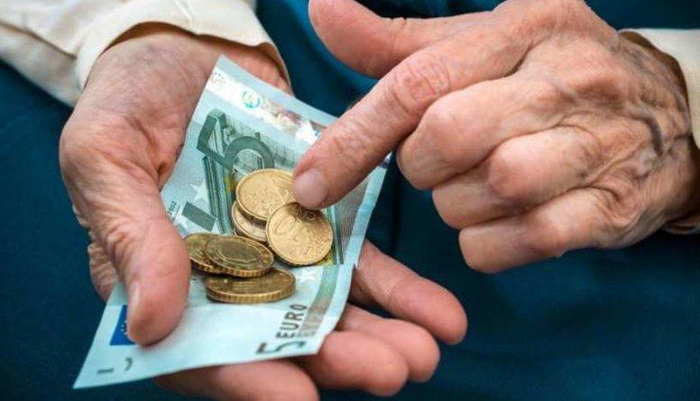 Kādēļ no pensijām jāmaksā nodokļi?