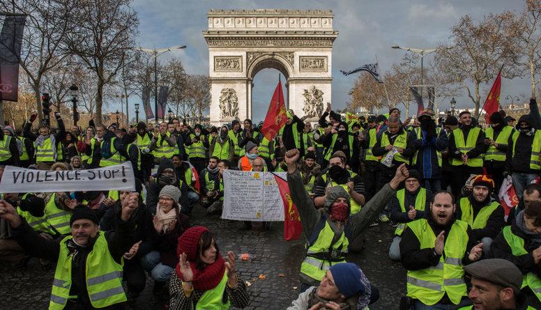 Politologa komentārs par Parīzē notiekošajiem protestiem